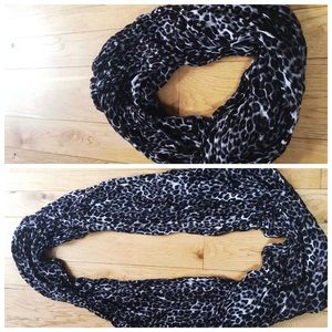 Accessories - Cheetah black-and-white infinity scarf